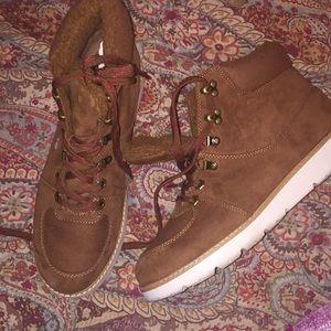 Gently worn American Eagle Brown Fur  boot-sneaks